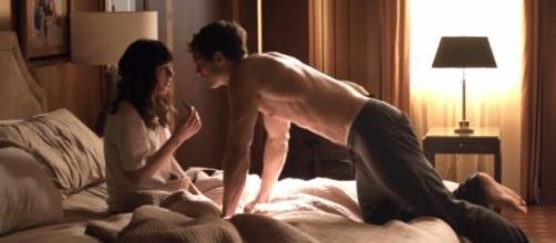 Chistian Grey con Anastasia en un hotel