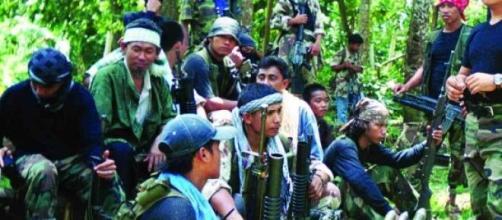 Combattants d'Abou Sayyaf dans la jungle.