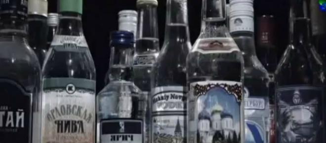 Produkcja wódki w Rosji rekorodowo spadła - aż o 22,3 proc. w porównaniu z ubiegłym rokiem. Co jest powodem spadku i jakie działania podejmie Federacja, by zaradzić trudnościom branży? Od 1 lutego wódka w Rosji ma stanieć.<br />