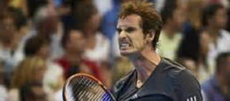 Murray snarls his way through to quarter-finals