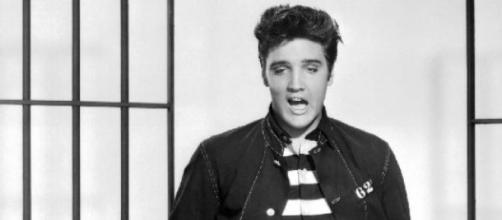 A lenda de Elvis Aaron Presley continua viva.