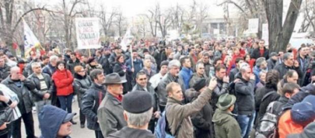Protestele romanilor, aprecieriii fracului, banci