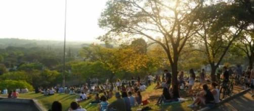 A Praça Pôr do Sol é um ótimo lugar para relaxar