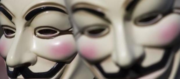 Anonymous derrière leurs masques.
