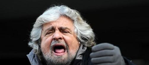Beppe Grillo parla a un comizio a Trento