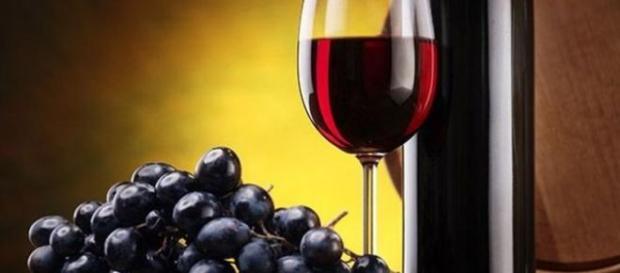 Beneficiile pe care le ofera vinul rosu