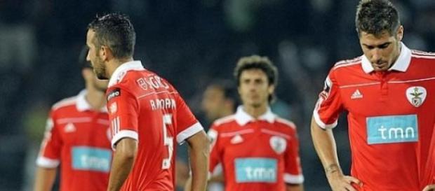 Benfica complica e perde jogo