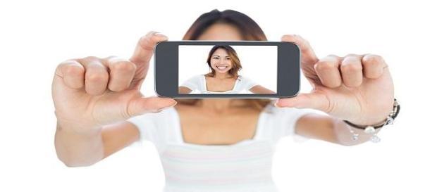 De ce postam din ce in ce mai multe selfi-uri?