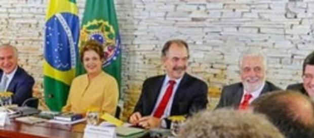 Dilma se reúne com ministros