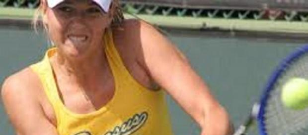 Sharapova brushed Bouchard aside in straight sets