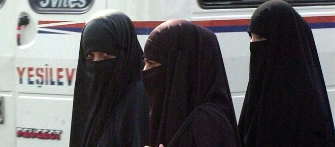 Grupo extremista Estado Islâmico ordenou que mais de dois milhões de meninas sejam multiladas