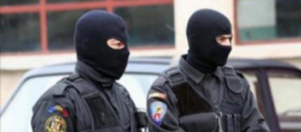 200 politisti perchezitii la farmacii evazioniste
