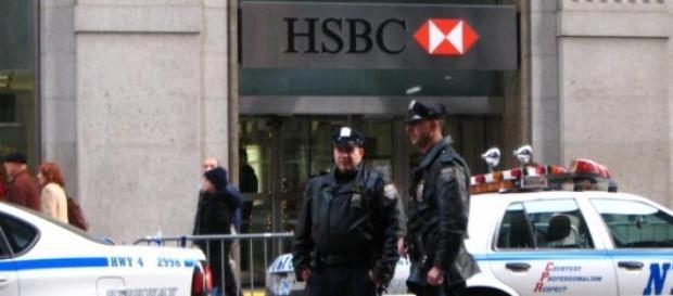 Les autorités new-yorkaises.