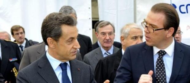 Nicolas Sarkozy en présence de Guillaume Lambert.