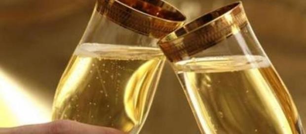 șampania rămasă de Revelion