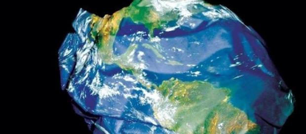 Resíduos plásticos ameaçam o ecossistema.