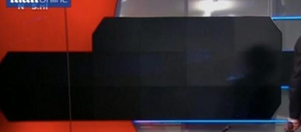 Tariq Z., de arma na mão, no vídeo transmitido