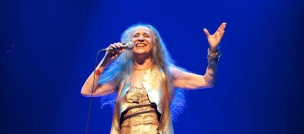 Maria Bethânia comemora 50 anos de palco em turnê