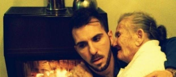 Gianluca Murisciano con su abuela