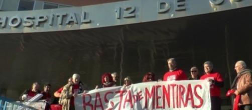 Manifestación a las puertas del 12 de Octubre