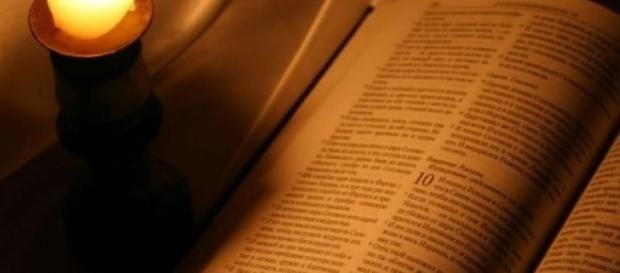 biblia carte sfanta  controversata