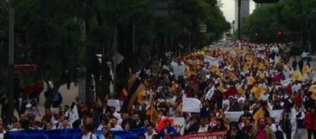 Miles de enfermeras participaron en marcha del DF.