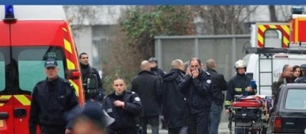 Strage Parigi, attacco a  Charlie Hebdo: 12 morti