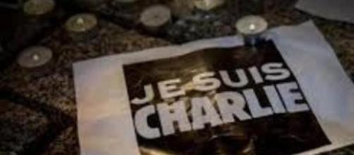 espressioni  di solidarietà spontanee dei parigini
