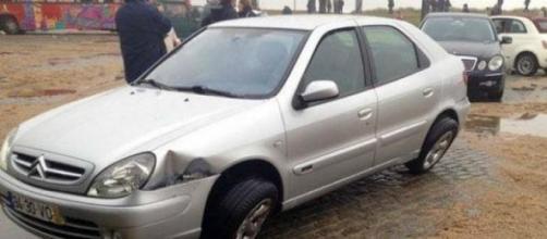 Carro inutilizado pelo 'Tsunami da Foz'