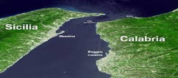 Il breve tratto di mare tra Sicilia e Calabria