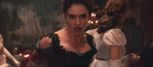 Lily James en plena lucha con los zombies