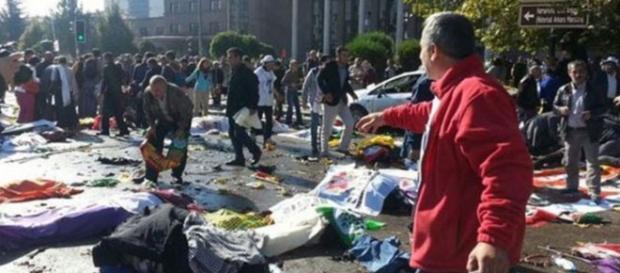 Attentato durante corteo, almeno 86 i morti