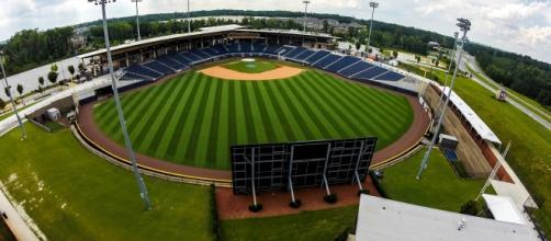 Imagem de estádio de baseball capturada por drone.