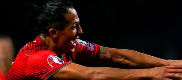 Jogador da seleção portuguesa comemorando o gol!