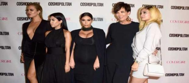 Le sorelle Kardashian e la madre per Cosmopolitan
