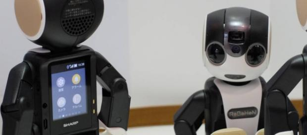 Un pequeño robot-smartphone como amigo