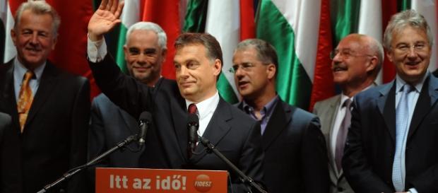 80% Węgrów popiera działania Orbana ws. imigrantów
