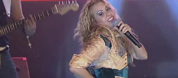 Joelma e fãs 'esquecem' Chimbinha em show