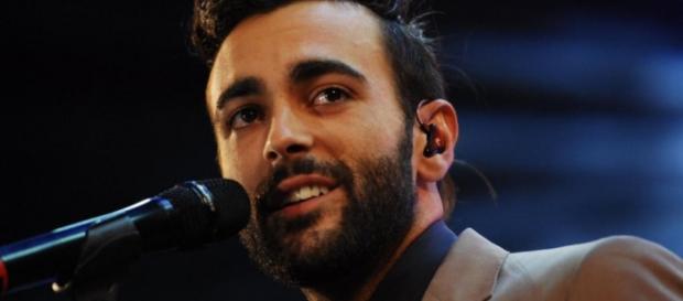 Marco Mengoni durante una esibizione