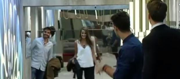 Quique y Carolina, entrando juntos a GH 16