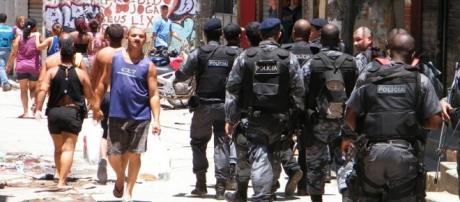Policias ocupam o Complexo do Alemão