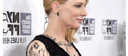 Cate Blanchett con tattoo finti a New York