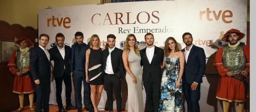 Elenco de actores de la serie Carlos.