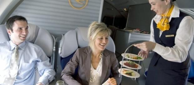 Comida de avión, diferencia entre clases