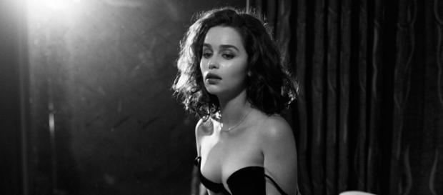 Emilia posando semidesnuda para Esquire