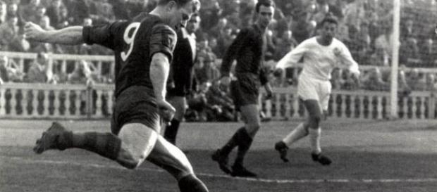 Kubala durante su debut ante el Osasuna