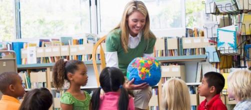 Insegnante di scuola dell'infanzia al lavoro