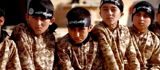 Bambini soldati in un video dello Stato Islamico
