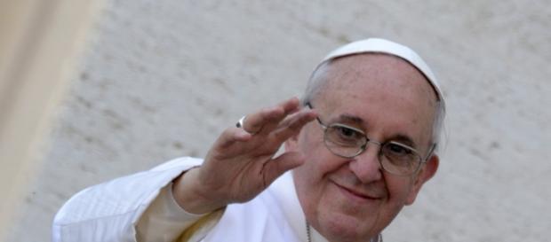 Papa cita trechos da Bíblia ao se desculpar
