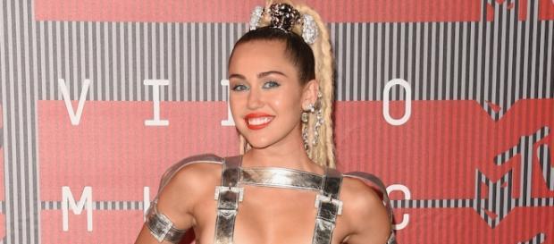 Próximo show de Miley não terá ninguém vestido
